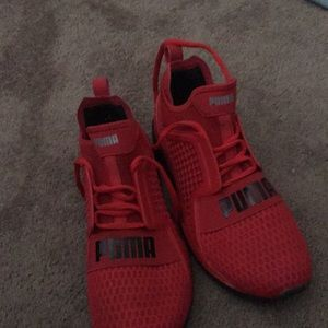 Red pumas size 9.5